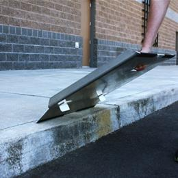 Image of TRAVERSE™ Curb Plate 7